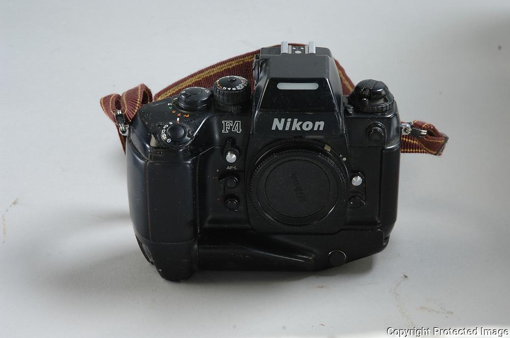 1 Nikon F 4  Body-=======$ 500.00