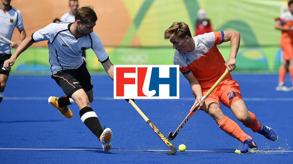 Germany's Martin Haner (L) vies with Netherlands' Jorrit Croon during the men's Bronze medal field hockey Netherlands vs Germany match of the Rio 2016 Olympics Games at the Olympic Hockey Centre in Rio de Janeiro on August 18, 2016. / AFP / Pascal GUYOT        (Photo credit should read PASCAL GUYOT/AFP/Getty Images)