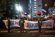 Padres de familia y estudiantes se reunen en punto de las 10 de la noche en el parque Balmaceda a hacer un cacerolazo colectivo como muestra de inconformidad por los ataques de carabineros a esudiantes en una marcha de ese mismo día por la mañana. Santiago de Chile, 26 Julio 2013.