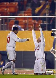 Os jogadores do Inter, Iarlei (E) e Alexandre Pato comemoram gol sobre o Al-Ahly, do Egito válido pelo Mundial Interclubes da Fifa, no Estádio Nacional de Tóquio. FOTO: Jefferson Bernardes/Preview.com