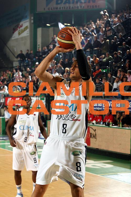 DESCRIZIONE : Treviso Lega A1 2006-07 Benetton Treviso Climamio Fortitudo Bologna<br />GIOCATORE : Belinelli<br />SQUADRA : Climamio Fortitudo Bologna<br />EVENTO : Campionato Lega A1 2006-2007<br />GARA : Benetton Treviso Climamio Fortitudo Bologna<br />DATA : 07/01/2007<br />CATEGORIA : Tiro<br />SPORT : Pallacanestro<br />AUTORE : Agenzia Ciamillo-Castoria/M.Marchi
