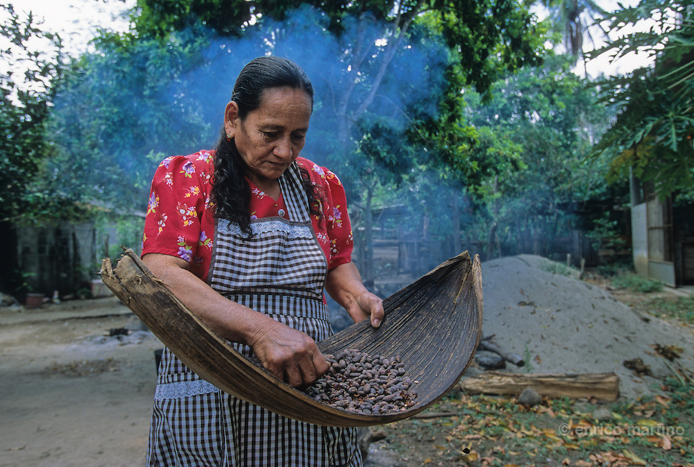 Comacalco. A woman working to dry the cacao seeds in Tia Tana Cooperative. Doña Sebastiana Juárez Broca, popular as Tia Tana, won in 2002 the Slow Food prize in Turin (Italy) for his chocolate. Tia Tana founded 7 cooperatives, 4 of men and 3 of womenthe First is The Chocolate Tia Tana, in honour of the woman that started the project. 1104 of Chontalpa area, between workers and families are involved.