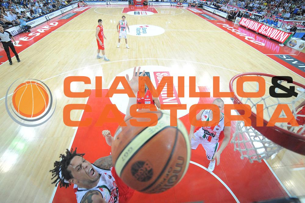 DESCRIZIONE : Pesaro Lega A 2011-12 Scavolini Siviglia Pesaro EA7 Emporio Armani Milano Semifinali Play off gara 3<br /> GIOCATORE : Daniel Hackett<br /> CATEGORIA : special tiro<br /> SQUADRA : Scavolini Siviglia Pesaro<br /> EVENTO : Campionato Lega A 2011-2012 Semifinale Play off gara 3<br /> GARA : Scavolini Siviglia Pesaro EA7 Emporio Armani Milano<br /> DATA : 02/06/2012<br /> SPORT : Pallacanestro <br /> AUTORE : Agenzia Ciamillo-Castoria/GiulioCiamillo<br /> Galleria : Lega Basket A 2011-2012  <br /> Fotonotizia : Pesaro Lega A 2011-12 Scavolini Siviglia Pesaro EA7 Emporio Armani Milano Semifinale Play off gara 3<br /> Predefinita :
