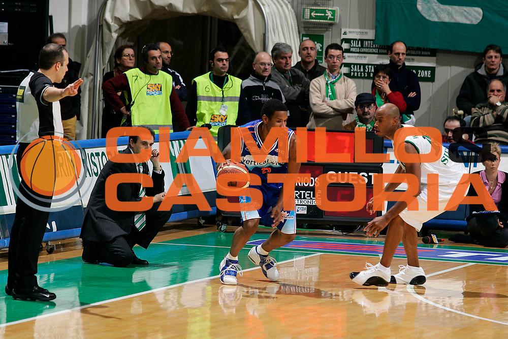 DESCRIZIONE : Siena Lega A1 2005-06 Montepaschi Siena Vertical Vision Cantu <br /> GIOCATORE : Johnson <br /> SQUADRA : Vertical Vision Cantu <br /> EVENTO : Campionato Lega A1 2005-2006 <br /> GARA : Montepaschi Siena Vertical Vision Cantu <br /> DATA : 19/11/2005 <br /> CATEGORIA : Palleggio <br /> SPORT : Pallacanestro <br /> AUTORE : Agenzia Ciamillo-Castoria/G.Ciamillo