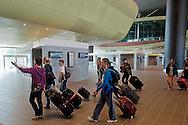 Roma  23 Maggio 2012.La nuova Stazione Tiburtina dell'alta velocità. Passeggeri all'interno della stazione..