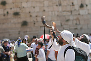 Israel, Jerusalem Wailing Wall, Blowing a shofar