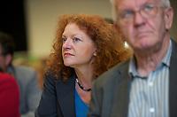 DEU, Deutschland, Germany, Berlin, 28.09.2013:<br />L&auml;nderrat (Kleiner Parteitag) von B&Uuml;NDNIS 90/DIE GR&Uuml;NEN in den Uferstudios. Margarete Bause (L), Fraktionsvorsitzende von B&Uuml;NDNIS 90/DIE GR&Uuml;NEN in Bayern, und Winfried Kretschmann (R), Ministerpr&auml;sident von Baden-W&uuml;rttemberg und Fraktionsvorsitzender von B&Uuml;NDNIS 90/DIE GR&Uuml;NEN im Landtag Baden-W&uuml;rtemberg.
