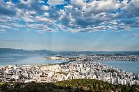 Cidade vista do mirante do Morro da Cruz. Florianópolis, Santa Catarina, Brasil. / <br /> City viewed from Morro da Cruz Belvedere. Florianopolis, Santa Catarina, Brazil.