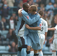 Fotball<br /> England 2004/2005<br /> Foto: SBI/Digitalsport<br /> NORWAY ONLY<br /> <br /> 30.10.2004<br /> Coventry City v Reading <br /> Coca Cola Championship<br /> <br /> Stern John is congratulated by Eddie Johnson after equalising from the spot.