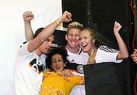 FUSSBALL   INTERNATIONAL   SAISON 2007/2008  DFB und Adidas praesentieren das neue EM Trikot zur Europameisterschaft 2008 am in Hannover Models und Lukas PODOLSKI (li) und Bastian SCHWEINSTEIGER (3. v.r.) posieren im neuen Trikot