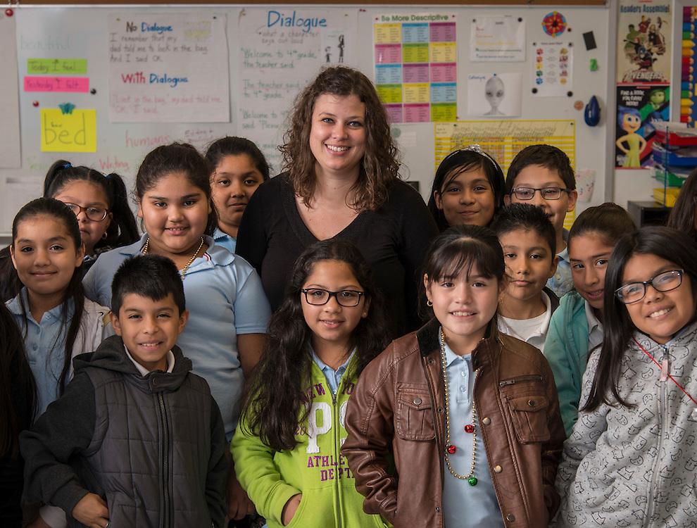 Hillary Smith teaches fourth graders at DeAnda Elementary School, December 14, 2016.