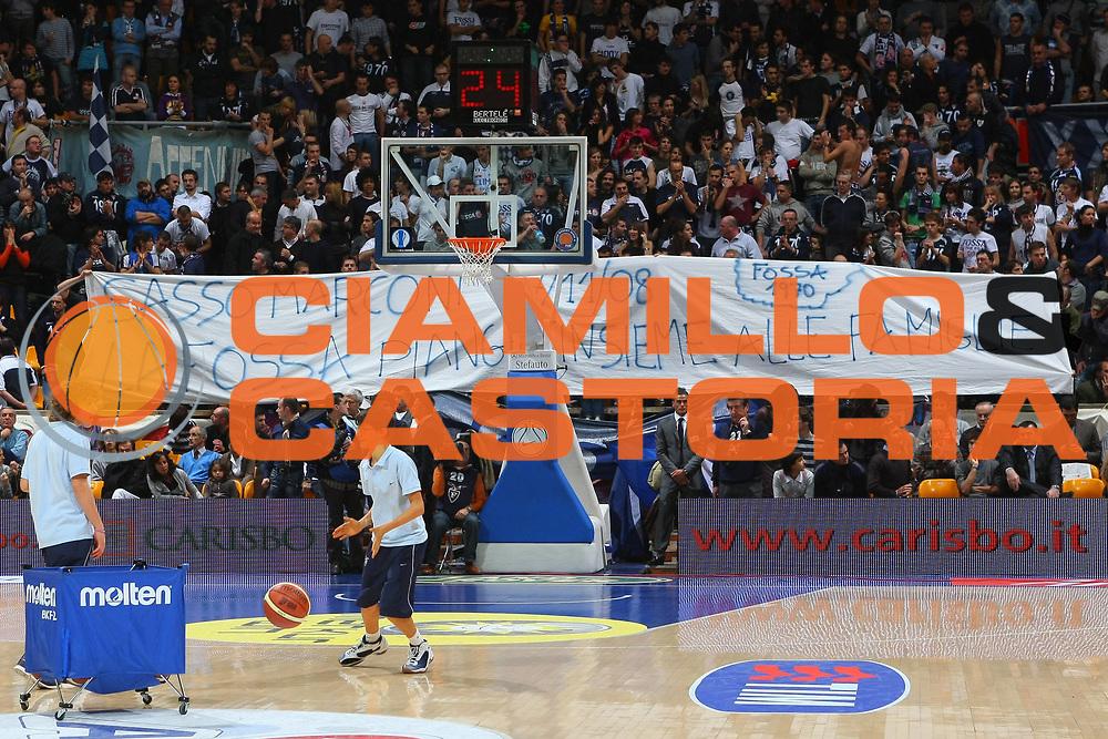 DESCRIZIONE : Bologna Lega A1 2008-09 GMAC Fortitudo Bologna Benetton Treviso<br /> GIOCATORE : Tifo Tifosi Fan Fans Supporter Supporters<br /> SQUADRA : GMAC Fortitudo Bologna<br /> EVENTO : Campionato Lega A1 2008-2009<br /> GARA : GMAC Fortitudo Bologna Benetton Treviso<br /> DATA : 22/11/2008<br /> CATEGORIA :<br /> SPORT : Pallacanestro<br /> AUTORE : Agenzia Ciamillo-Castoria/M.Minarelli