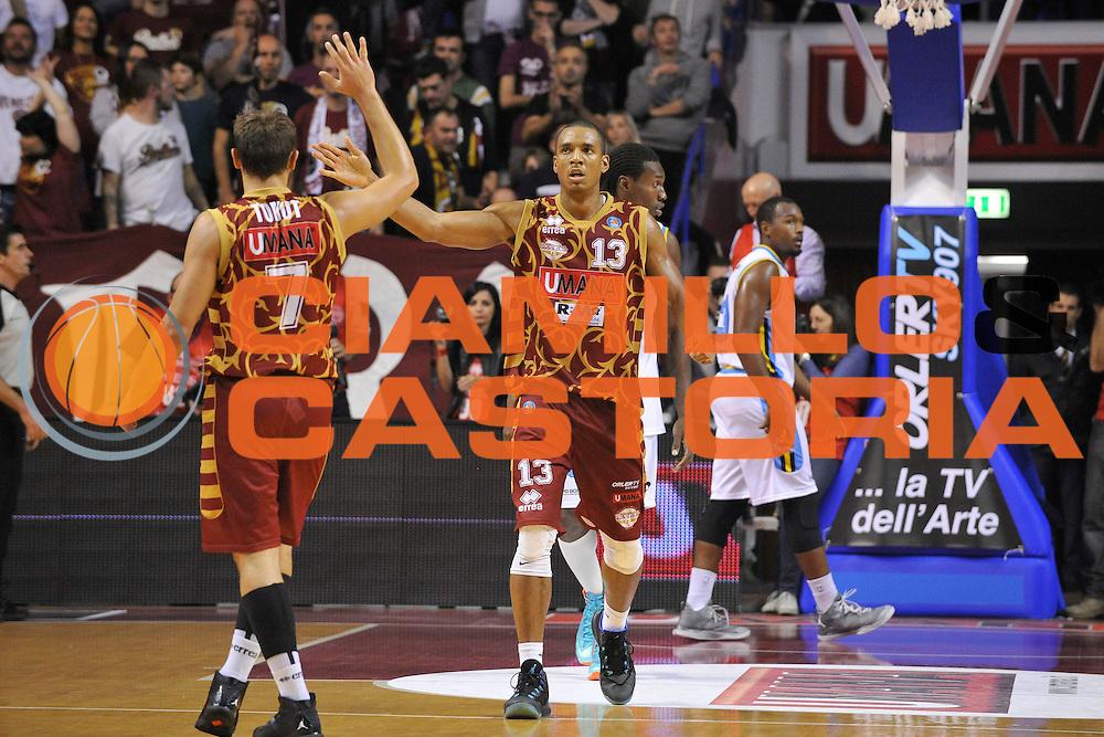 DESCRIZIONE : Venezia Lega A 2015-16 Umana Reyer Venezia - Vanoli Cremona<br /> GIOCATORE : Josh Owens<br /> CATEGORIA : Esultanza<br /> SQUADRA : Umana Reyer Venezia - Vanoli Cremona<br /> EVENTO : Campionato Lega A 2015-2016 <br /> GARA : Umana Reyer Venezia - Vanoli Cremona<br /> DATA : 25/10/2015<br /> SPORT : Pallacanestro <br /> AUTORE : Agenzia Ciamillo-Castoria/M.Gregolin<br /> Galleria : Lega Basket A 2015-2016  <br /> Fotonotizia :  Venezia Lega A 2015-16 Umana Reyer Venezia - Vanoli Cremona