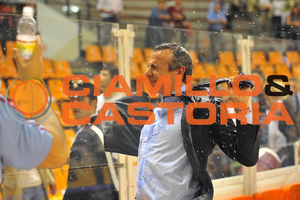 DESCRIZIONE : Udine Lega A 2008-09 Snaidero Udine Solsonica Rieti <br /> GIOCATORE : Lino Lardo<br /> SQUADRA : Solsonica Rieti <br /> EVENTO : Campionato Lega A 2008-2009 <br /> GARA : Snaidero Udine Solsonica Rieti <br /> DATA : 10/05/2009 <br /> CATEGORIA : Esultanza <br /> SPORT : Pallacanestro <br /> AUTORE : Agenzia Ciamillo-Castoria/E.Grillotti<br /> Galleria : Lega Basket A1 2008-2009 <br /> Fotonotizia : Udine Campionato Italiano Lega A1 2008-2009 Snaidero Udine Solsonica Rieti <br /> Predefinita : si