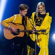 NLD/Hilversum/20180216 - Finale The voice of Holland 2018, winnaar Jim van der Zee en Anne-Marie Nicholson