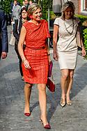 AMSTERDAM - Koningin Maxima, erevoorzitter van het platform Wijzer in geldzaken, woont in The College Hotel het jaarlijkse symposium van het platform Wijzer in geldzaken bij. ANP ROYAL IMAGES ROBIN UTRECHT