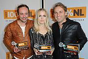 100% NL Awards in Club Ziggo, Amsterdam.<br /> <br /> op de foto:   Niels Geusebroek (Nieuwkomer van het jaar), Ilse DeLange (Artiest van het jaar) en John Ewbank (nam de prijs Album van het jaar in ontvangst namens Marco Borsato) )