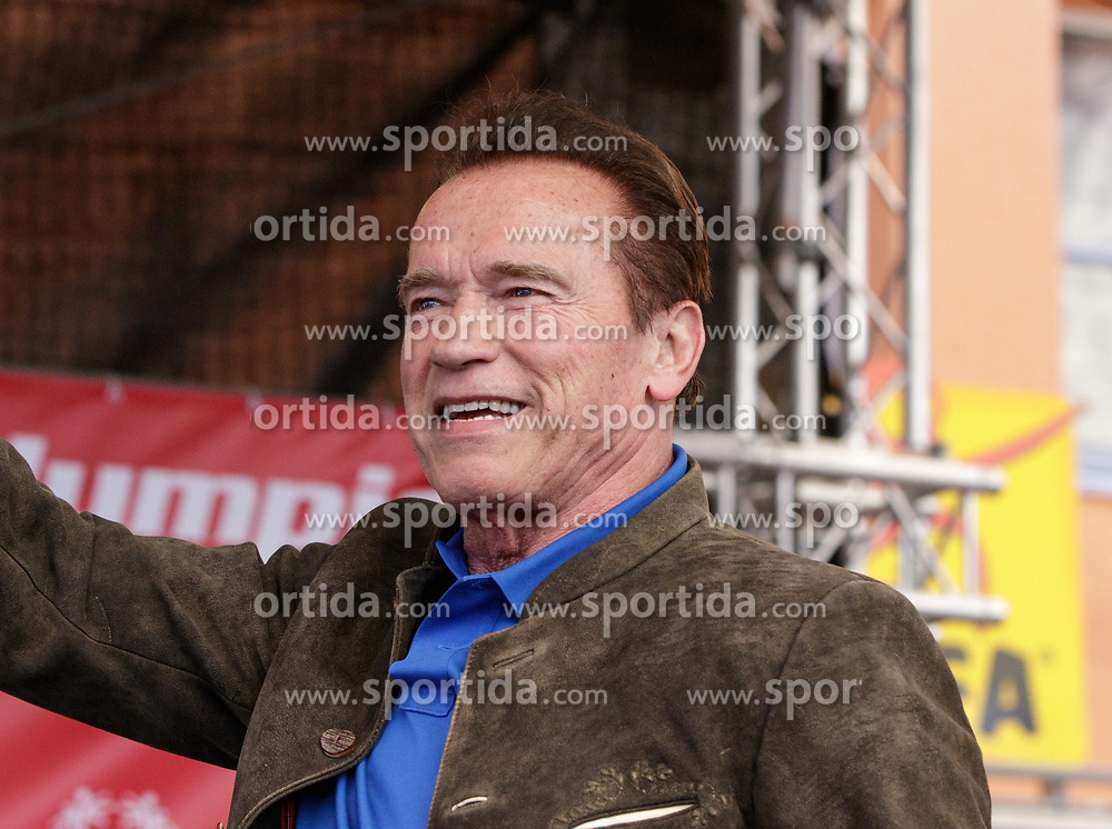 23.03.2017, Wetzlarerplatz, Schladming, AUT, Special Olympics 2017, Wintergames, Arnold Schwarzenegger besucht eine Siegerehrung im Rahmen der Spiele, im Bild Arnold Schwarzenegger auf der Bühne // during the Special Olympics World Winter Games Austria 2017 in Schladming, Austria on 2017/03/23. EXPA Pictures © 2017, PhotoCredit: EXPA / Martin Huber