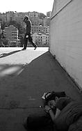 G8  Genova  Luglio 2001.Stadio Carlini, sede del movimento dei Disobbedienti.Una ragazza si riposa prima del corteo del 20 luglio..