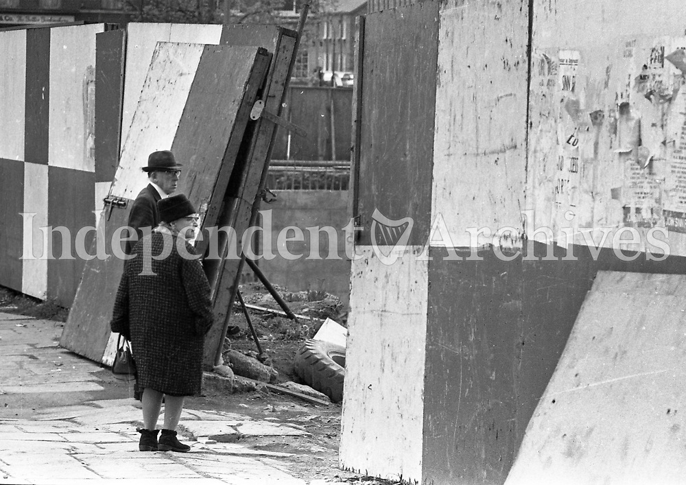 An elderly couple pictured on the street looking at the Wood Quay building site in the Liberties in Dublin, May 14 1975. <br />