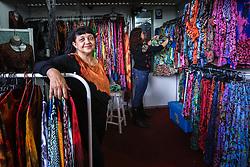 Marlene Simões do estande Batik Elementos Naturais na Expoargs - Exposição de Artesanato do RS na 38ª Expointer, que ocorrerá entre 29 de agosto e 06 de setembro de 2015 no Parque de Exposições Assis Brasil, em Esteio. FOTO: André Feltes/ Agência Preview