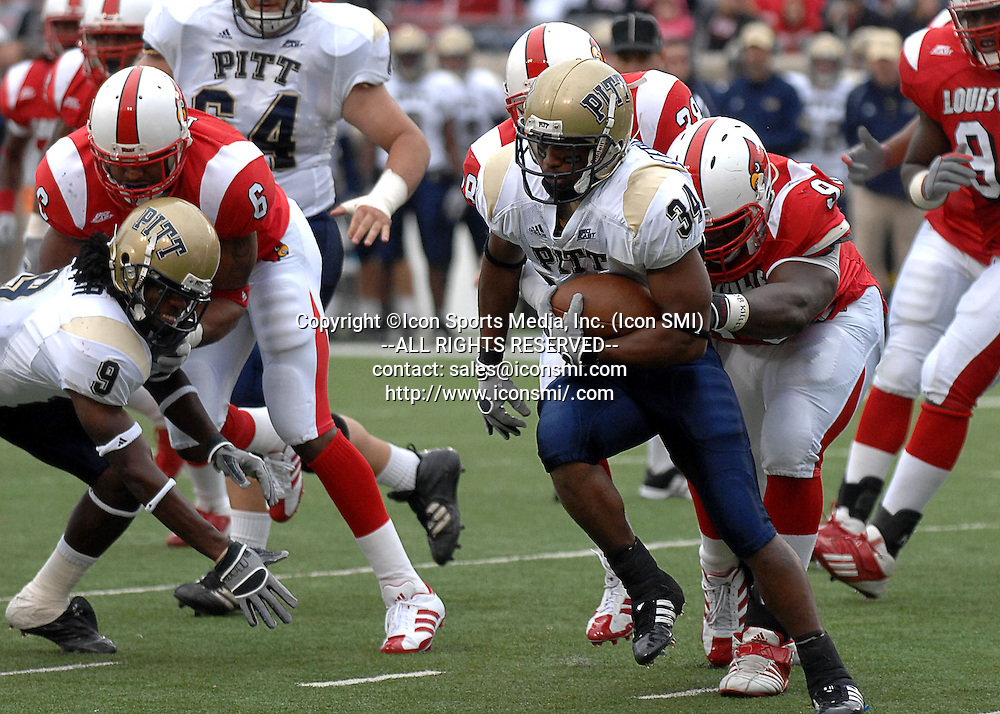 27 October 2007<br /> Pitt RB LaRod Stephens-Howling plays in the game against Louisville.  The Louisville Cardinal defeated the Pitt Panthers 24-17..