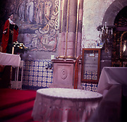 A294K8 Interior roman catholic church Mexico