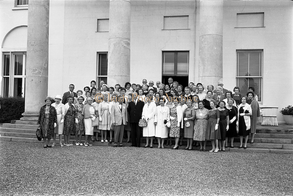 09/07/1962<br /> 07/09/1962<br /> 09 July 1962<br /> Eire Society of Boston received by President Eamon de Valera at Aras an Uachtarain, Phoenix Park, Dublin. About 70 members of the Eire Society of Boston visiting Ireland were received by the President. Picture shows the group of the Society with President Eamon de Valera at Aras an Uachtarain.