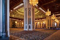 Sultanat d'Oman, Mascate, la Grande Mosquée du Sultan Qaboos, salle de prère des hommes // Sultant of Oman, Muscat, Sultan Qaboos Grand Mosque, prayer hall