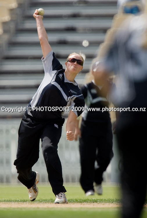 Aimee Mason bowls for NZ during the 3rd ODI Rose Bowl Series cricket match between New Zealand White Ferns and Australia at Seddon Park, Hamilton, New Zealand, Friday 06 February 2009.  Photo: Stephen Barker/PHOTOSPORT