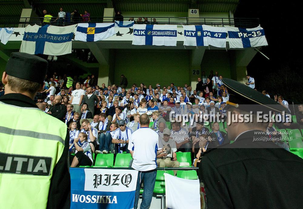 Suomen fanikatsomo, fanit.  Moldova - Suomi. Jalkapallon EM-karsintaa. Chisinau, Moldova 2.9.2010. Photo: Jussi Eskola