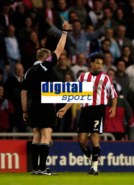 Photo: Jed Wee/Sportsbeat Images.<br /> Sunderland v Burnely. Coca Cola Championship. 27/04/2007.<br /> <br /> Sunderland goalscorer Carlos Edwards is shown the yellow card by referee T Kettle for an overzealous celebration.