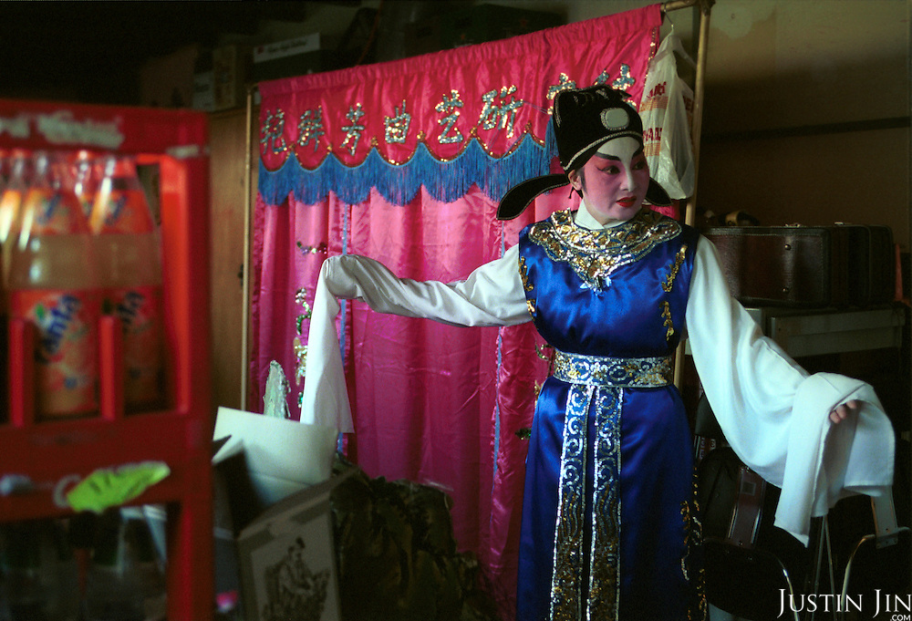 Netherlands, Amsterdam, 03-2002..Dutch-Chinese preparing for an opera performance.  Elderly. Old age. Pension. Chinese. Culture. Allochdtonen. Opera. Arts..Foto: Justin Jin