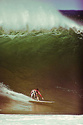bottom turn at pipeline Hawaii,surf photo,surf pictures,surf art,