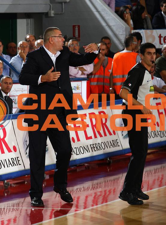 DESCRIZIONE : Teramo Lega A1 2007-08 Siviglia Wear Teramo Lottomatica Virtus Roma <br /> GIOCATORE : Jasmin Repesa Arbitro<br /> SQUADRA : Lottomatica Virtus Roma<br /> EVENTO : Campionato Lega A1 2007-2008 <br /> GARA : Siviglia Wear Teramo Lottomatica Virtus Roma <br /> DATA : 04/10/2007 <br /> CATEGORIA : Curiosita<br /> SPORT : Pallacanestro <br /> AUTORE : Agenzia Ciamillo-Castoria/M.Carelli