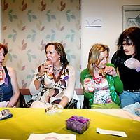 Nederland, Amsterdam , 22 mei 2010.Optreden van de transgendergroep Brokeback Mountain Kings tijdens Transfusion, het Transgender festival georganiseerd door Transgender Netwerk Nederland in Hotel Casa 400..Transfusion is bedoeld om transgenders en hun naasten de kans te bieden elkaar in een positieve sfeer te ontmoeten. De hele dag zijn workshops over uiteenlopende onderwerpen varierend van genderactivisme tot verbale weerbaarheid en van theaterimprovisaties tot stijldansen. Naast de workshops zijn er een expositie gemaakt door transgenders, een informatiemarkt waar instellingen en bedrijven zich presenteren die speciaal gericht zijn op transgendersen een talkshow waarin gepraat wordt over serieuze zaken als de zorg en veiligheid voor transgenders..Op de foto transgenders tijdens de informatiemarkt bij een stand..Foto:Jean-Pierre Jans