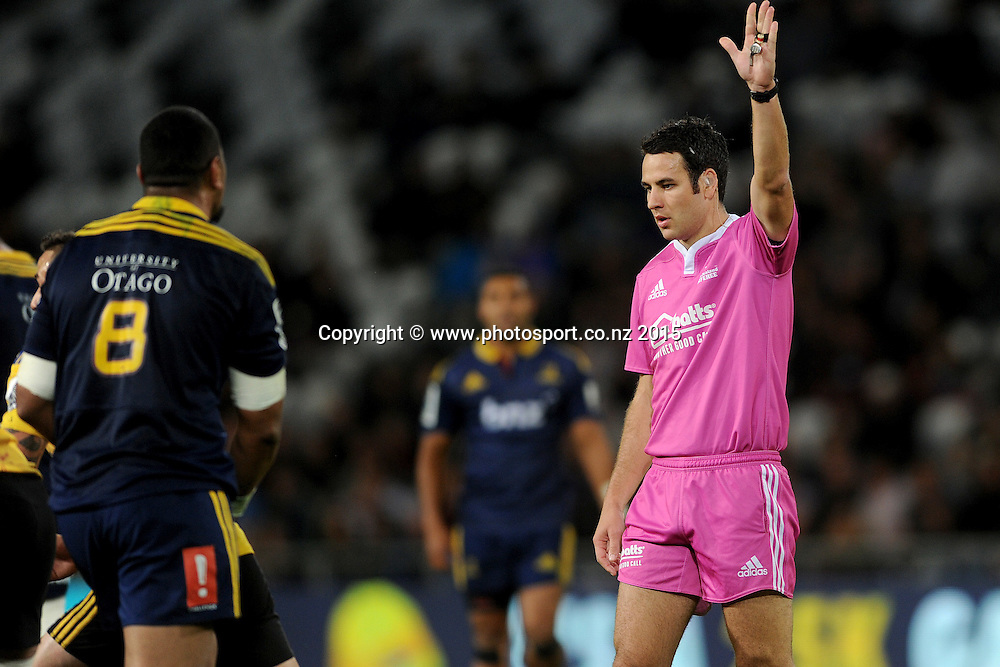 Referee Ben O'Keeffe awards a penalty, during the Super Rugby Match between the Highlanders and the Hurricanes, at Forsyth Barr Stadium, Dunedin, New Zealand, 20 March 2015. Credit: Joe Allison / www.photosport.co.nz
