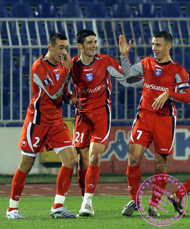 Joie des Auxerrois - Ireneusz Jelen avec Niculae Daniel et Benoit Cheyrou -Partizan de Belgrade/ Auxerre - UEFA - 29.11.2006 - Foot Football - AJA - hauteur attitude joie accolade.FOT. PANORAMIC / WROFOTO.*** POLAND ONLY !!! *** *** Local Caption *** 00017620