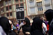 Frankfurt am Main | 26 July 2014<br /> <br /> Am Samstag (26.07.2014) demonstrierten etwa 500 Menschen auf dem R&ouml;merberg in Frankfurt am Main f&uuml;r Frieden in Pal&auml;stina / Gaza und f&uuml;r ein sofortiges Ende der israelischen Milit&auml;reins&auml;tze dort.<br /> Hier: Verschleierte Frauen mit einem kleinen Plakat mit der Aufschrift &quot;Gaza&quot; und einer brennenden Kerze.<br /> <br /> &copy;peter-juelich.com<br /> <br /> FOTO HONORARPFLICHTIG!<br /> <br /> [No Model Release | No Property Release]
