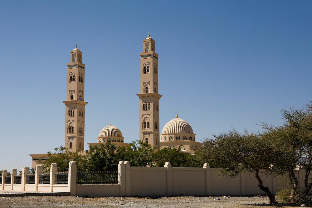 Between Nizwa and Bahla, Sultanate of Oman. .February 2nd 2009..A mosque between Nizwa and Bahla