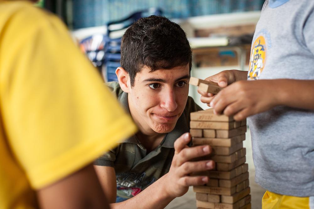 Jóvenes del programa Casa Universitaria Padre Alberto Hurtado (CUPAH) durante las actividades organizadas en el barrio San Miguel de la Vega. Caracas, Nov. 08, 2013 (Foto/Ivan Gonzalez)