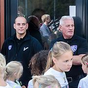 NLD/Utrecht/20160903 - Daphne Schippers geeft een clinic bij haar oude club, beveiliging