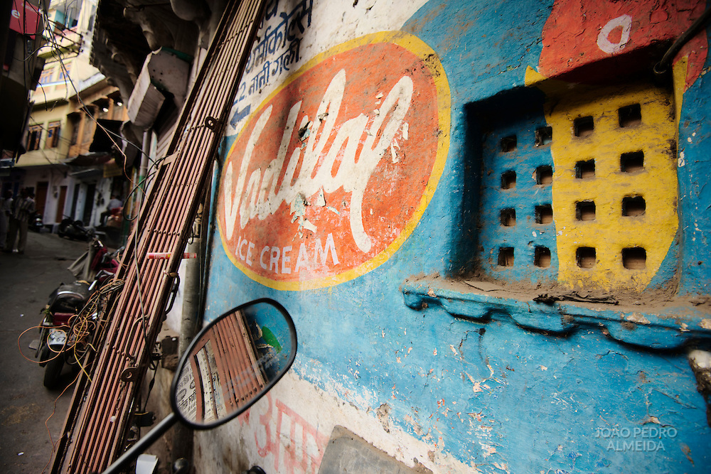 Painted advertising at a building wall at an alley of Udaipur