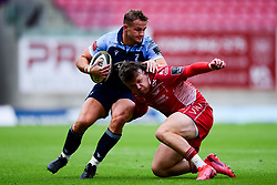 Guinness PRO14, Parc y Scarlets, Llanelli, UK 22/8/2020<br /> Scarlets v Cardiff Blues<br /> Hallam Amos of Cardiff Blues is challenged by Steff Evans of Scarlets<br /> Mandatory Credit ©INPHO/Ryan Hiscott