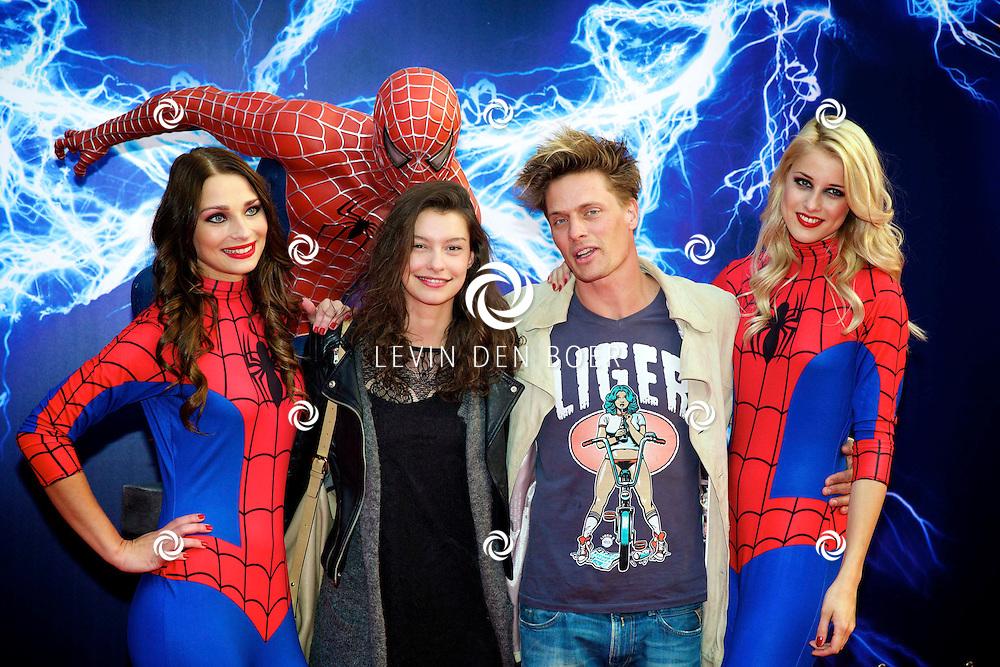 AMSTERDAM - Bij het Pathe ArenA Theater is de filmpremière van Spiderman II gehouden. Met hier op de foto  Winston Post en ???. FOTO LEVIN DEN BOER - PERSFOTO.NU