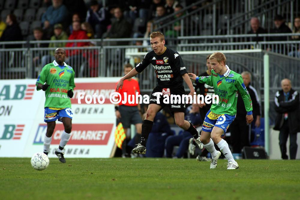 08.05.2008, Tapiolan Urheilupuisto, Espoo, Finland..Veikkausliiga 2008 - Finnish League 2008.FC Honka - Rovaniemen Palloseura.Jussi Vasara (Honka) v Janne Turpeenniemi (RoPS).©Juha Tamminen.....ARK:k