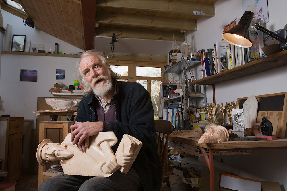 Sculptor, Allan Ross.12 Nov 2008..Picture by Gary Doak....