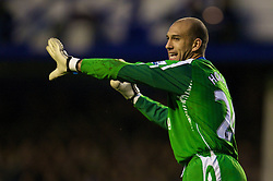 LIVERPOOL, ENGLAND - Thursday, April 17, 2008: Everton's goalkeeper Tim Howard gives orders to his defence during the Premiership match against Chelsea at Goodison Park. (Photo by David Rawcliffe/Propaganda)