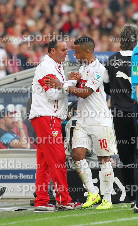 09.05.2015, Mercedes Benz Arena, Stuttgart, GER, 1. FBL, VfB Stuttgart vs 1. FSV Mainz 05, 32. Runde, im Bild Links Trainer Huub Stevens ( VfB Stuttgart ) rechts Daniel Didavi ( VfB Stuttgart ) // during the German Bundesliga 32th round match between VfB Stuttgart and 1. FSV Mainz 05 at the Mercedes Benz Arena in Stuttgart, Germany on 2015/05/09. EXPA Pictures &copy; 2015, PhotoCredit: EXPA/ Eibner-Pressefoto/ Langer<br /> <br /> *****ATTENTION - OUT of GER*****