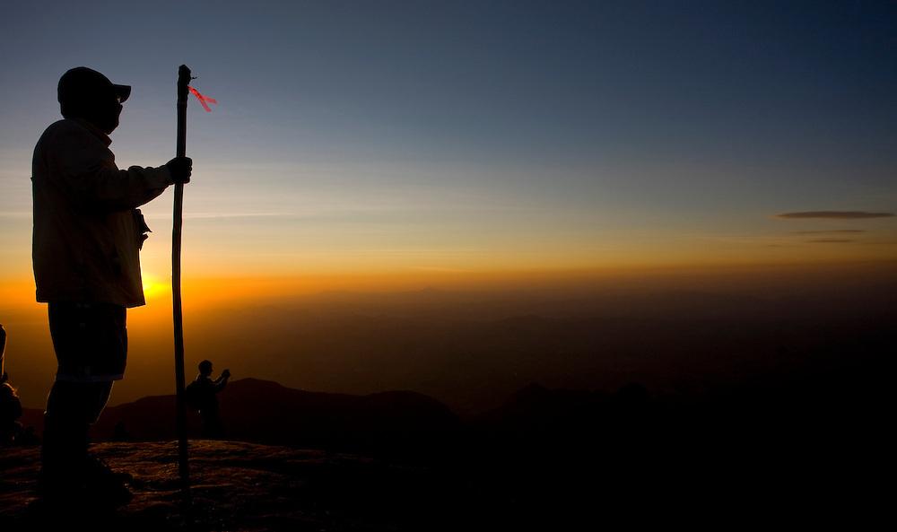 Alto Caparao_MG, Brasil...Turistas no Pico da Bandeira, no Parque Nacional Serra do Caparao...The tourists in Pico da Bandeira at Serra do Caparao National Park ...Foto: LEO DRUMOND /  NITRO